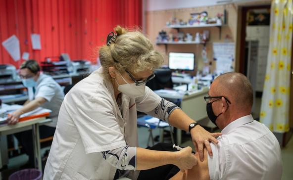 Az AstraZeneca vakcinájával oltanak Nagyatádon