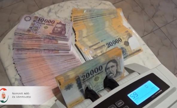 900 millió forintos költségvetési csalás miatt emeltek vádat
