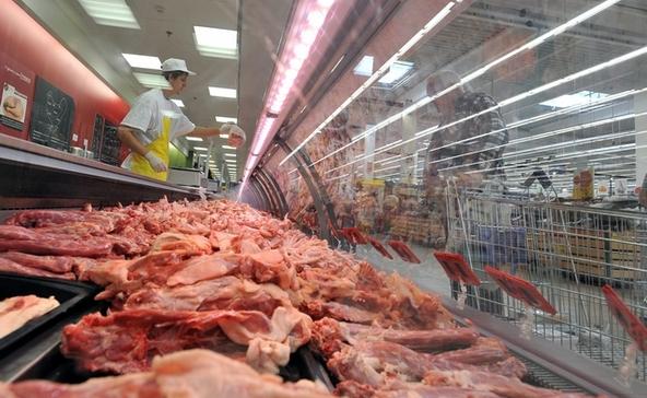 Tovább drágulnak a hús- és tejtermékek, a benzin és a cigaretta