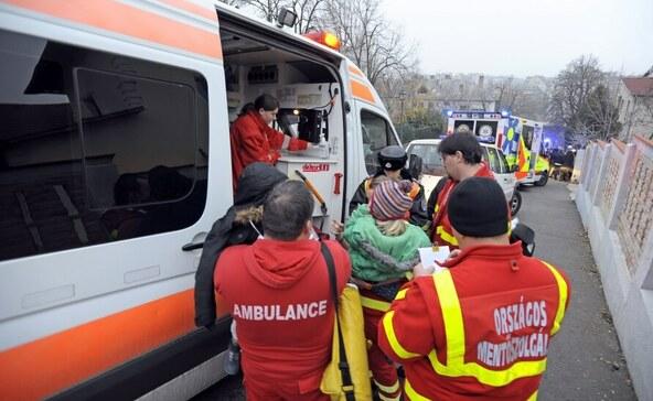 Szén-monoxid-mérgezés miatt vittek el három lakót a mentők
