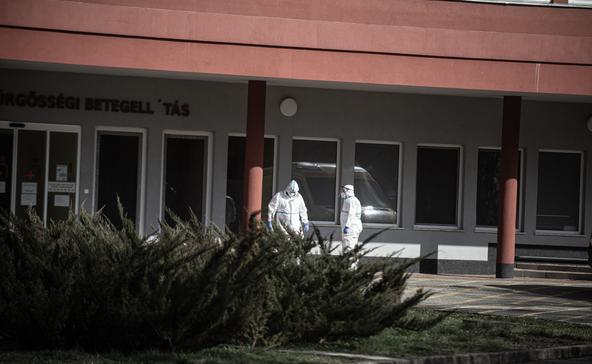 Covid: rekordszámú haláleset, 10 ezernél is többen kórházban