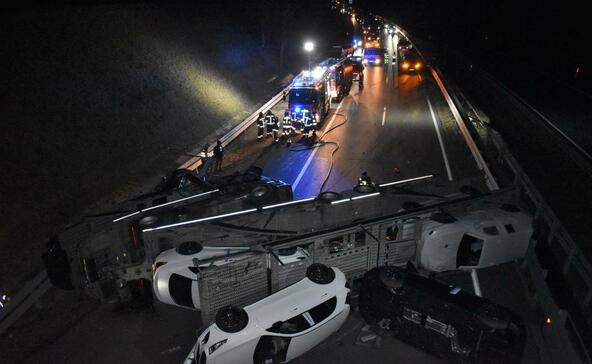 Autókat szállító kamion borult fel Somogyban