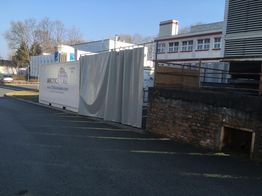 Új hűtőkonténert kellett elhelyezni a kaposvári kórházban az év elején