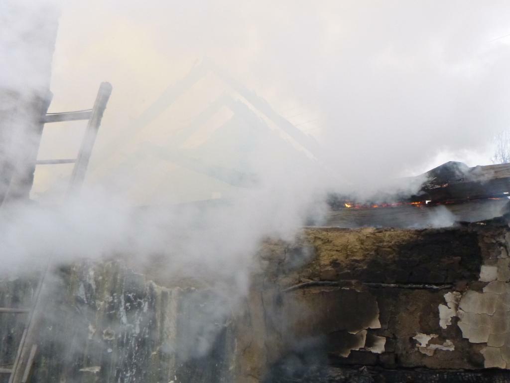 Lángolt a ház, ki kellett költöztetni a lakót