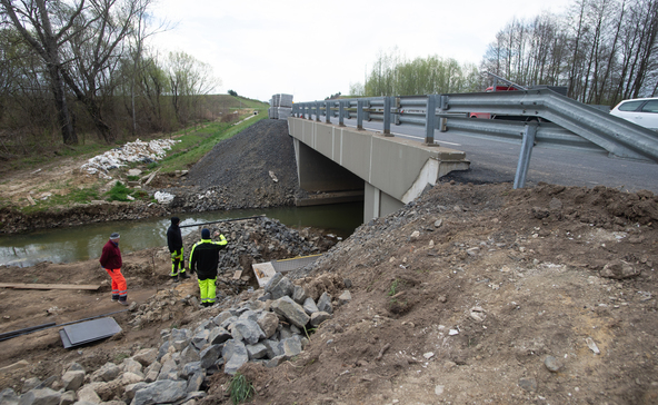 Vízimentők segítségével kell megerősíteni a Rinya-híd pilléreit az elkerülő úton