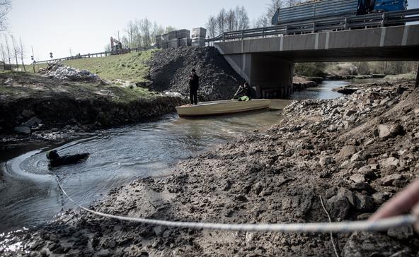 Speciális víz alatti betonozással javítják a Rinya-hidat