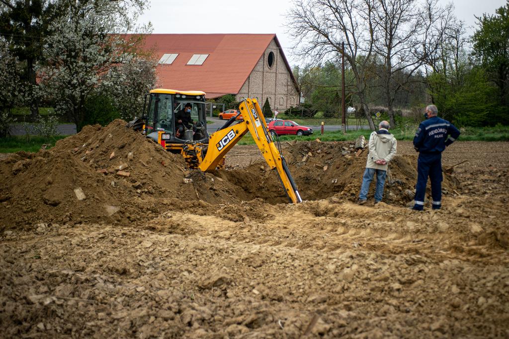 Egy föld alá temetett épületet tártak föl áprilisban. Fotók: Röhrig Dániel