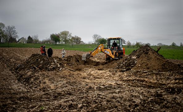 Folytatódik a nyomozás a földbe dózerolt segesdi házak ügyében
