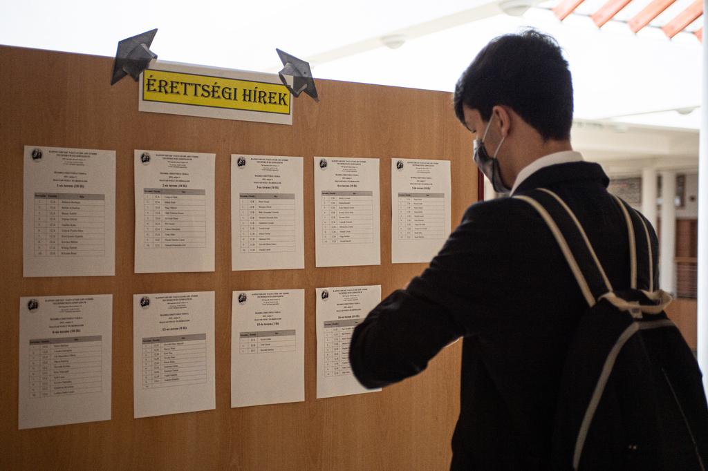 Érettségiző diákok ma reggel Nagyatádon. Fotók: Röhrig Dániel