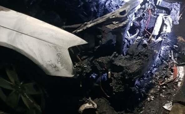 Hatalmas lángokkal égett le egy autó az Aradi utcában