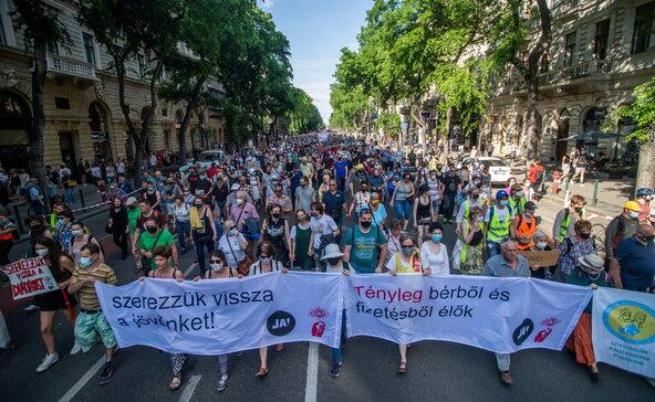 Vidéki diákokért tüntettek Budapesten