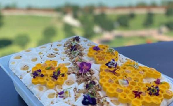 A Balaton idei fagyija hársmézzel, mandulával és almával készül