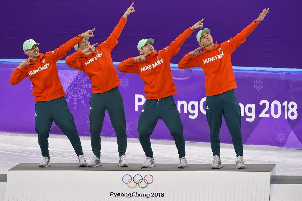 Usain Bolt legendás mozdulata állítólag pezsgőt ér... Vajon tényleg megkapják az ajándékot?Burján Csaba, Knoch Viktor, Liu Shaoang és Liu Shaolin Sándor a dobogó tetején. Fotó: Czeglédi Zsolt, MTI