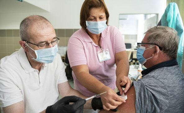 Orvosok: jöjjenek vakcináért az oltatlanok!