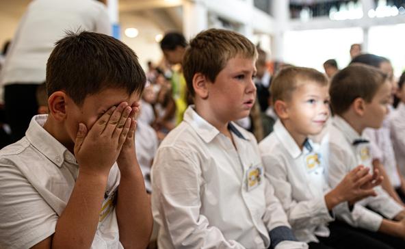 Becsengettek az iskolákban – most maszk és lázmérés nélkül