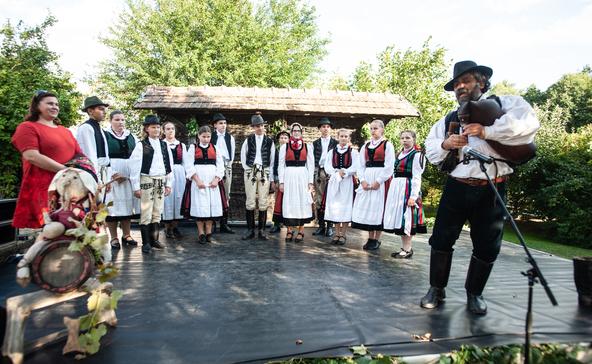 Átadták az áttelepített présházat a somogyszobi Vilma-napon