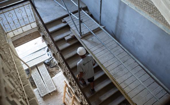 Eredeti patináját megőrizve szépül az egykori iskolaépület