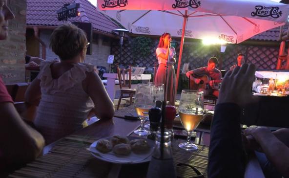 Gara Bella együttese indította a magyar dal napi koncertsorozatot