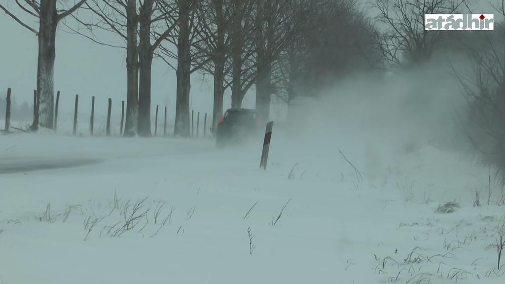 A hóátfúvások miatt az egész járás területén kritikus a helyzet az utakon