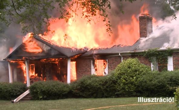 Lángolt a családi ház