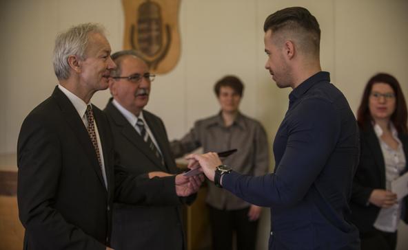 Pályázhatnak az atádi hallgatók, diákok a Bursa Hungarica ösztöndíjra