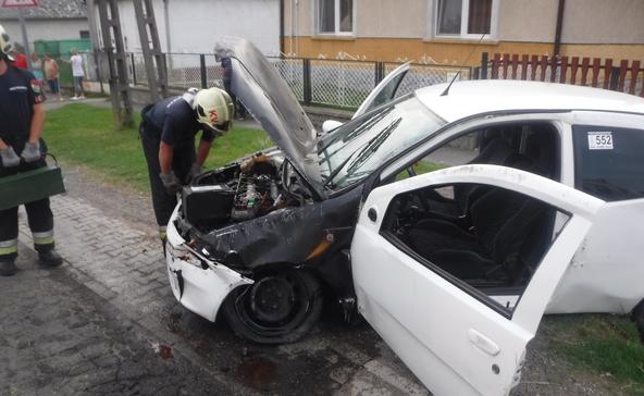Két autó ütközött, két sérült, teljes útzár