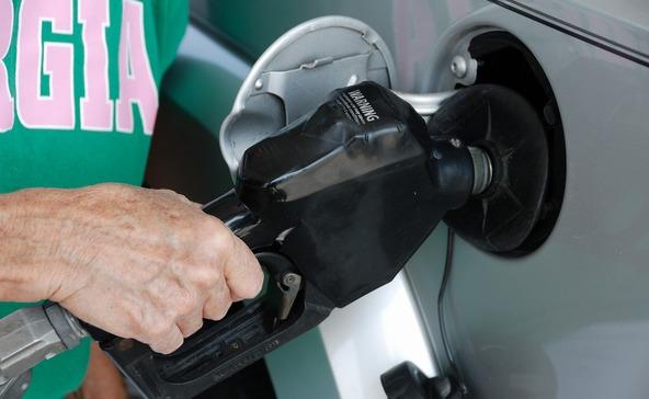 Átlépi az üzemanyag ára a 400 ft-os határt
