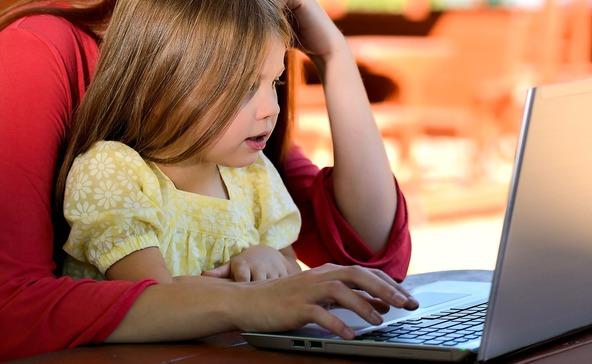 Nyári gyerekveszély: sok a netes átverés!